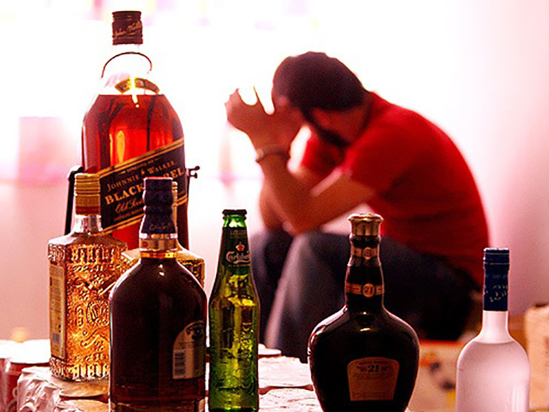 مشروبات الکلی و مضرات آنها در دوره ی رژیم و کاهش وزن